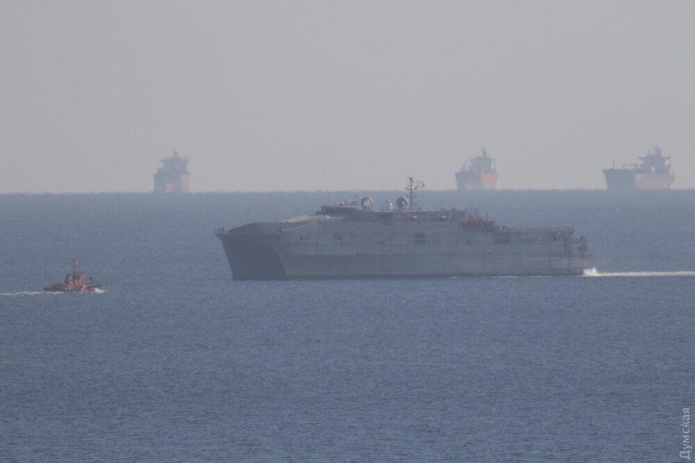 Американский корабль USNS Yuma