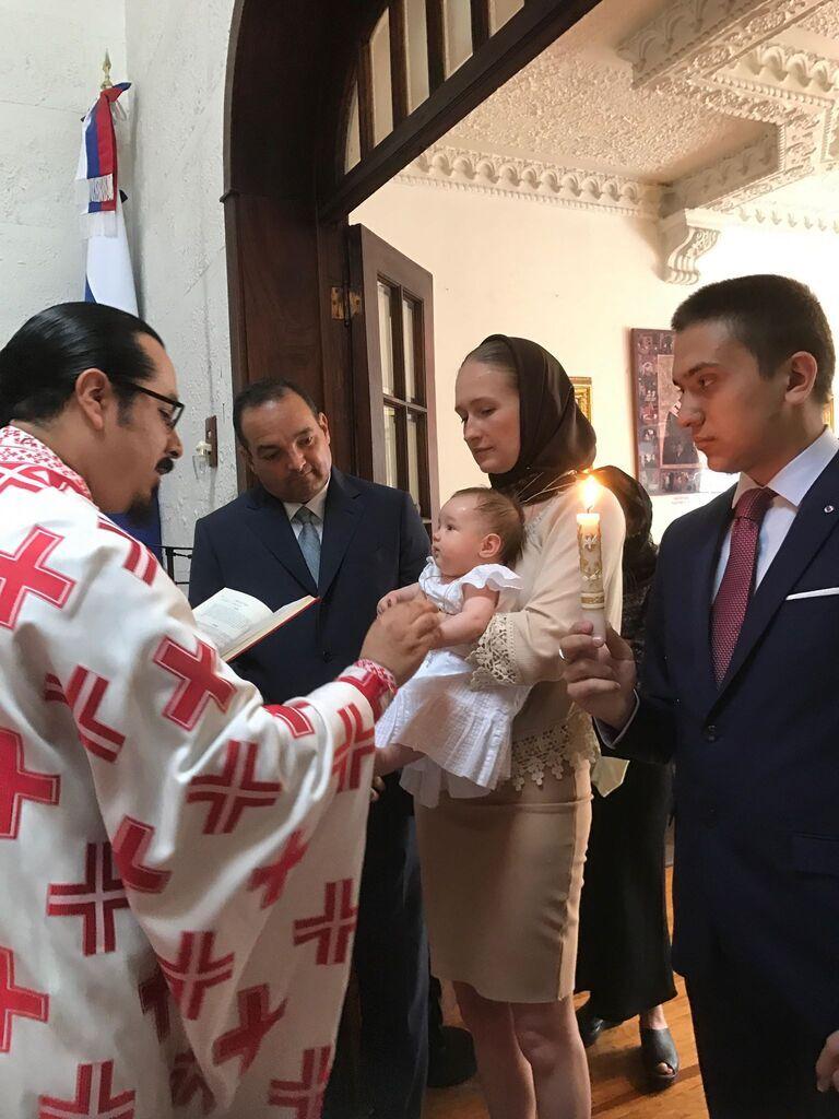 Маленькую Андрэа-Мишель-Марию крестили в православной церкви