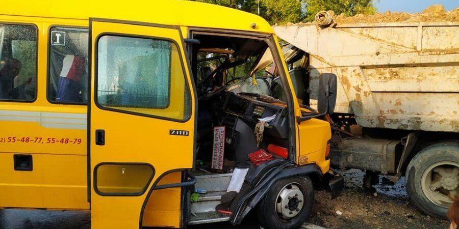 На Львівщині зіткнулися вантажівка і маршрутка