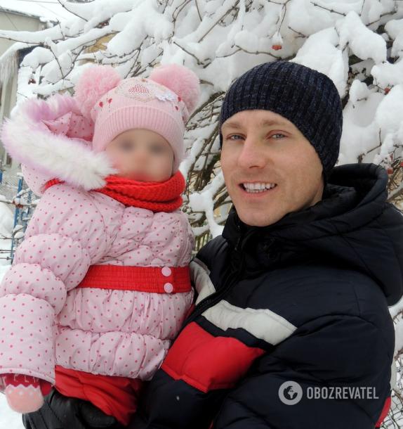 Роман Змроць із 2-річною донькою Вікторією залишилися живі