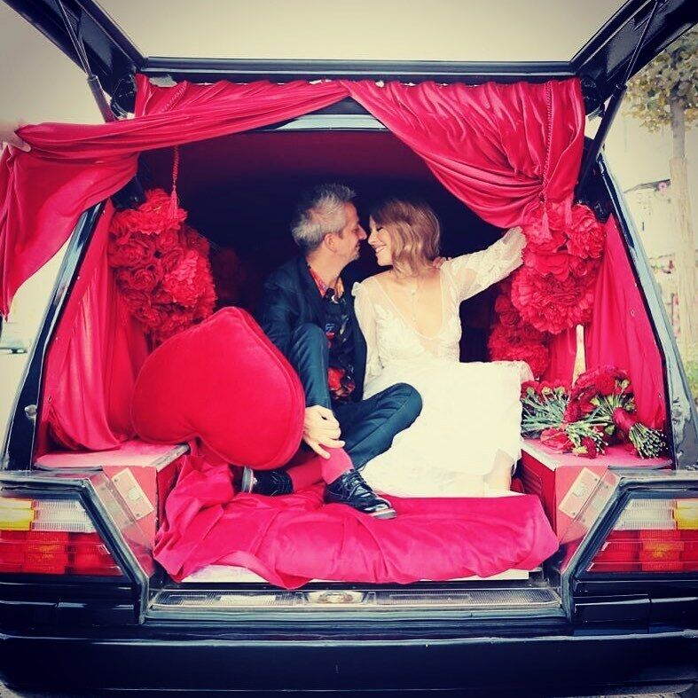 Собчак і Богомолов у день весілля в катафалку