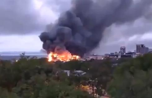 Во Владивостоке загорелся ТРЦ