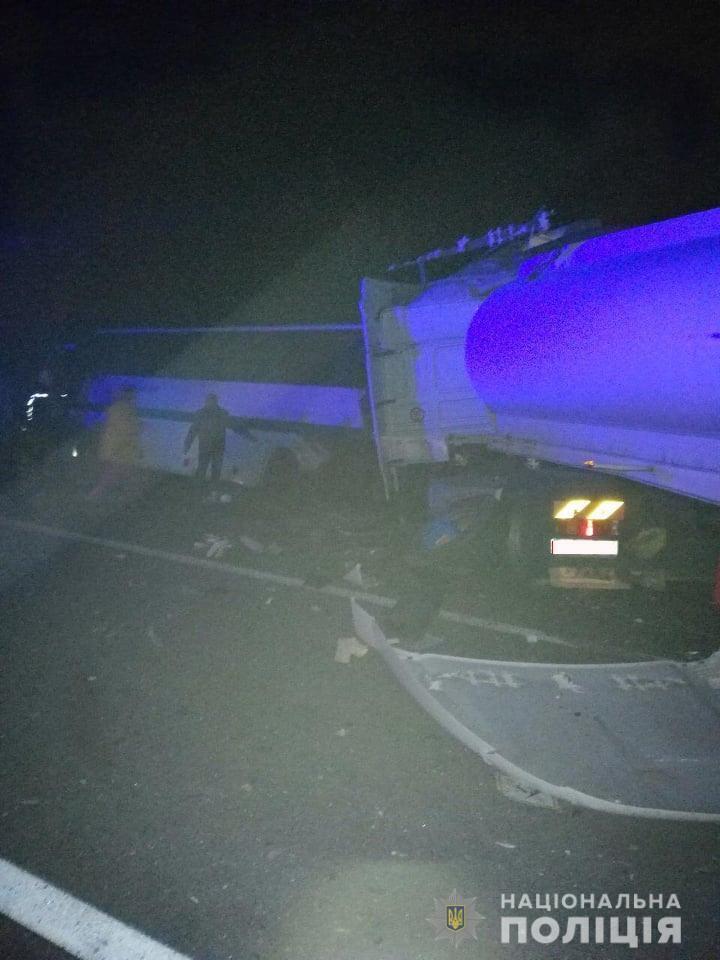 В Житомирской области произошло масштабное ДТП с участием грузовика и автобуса