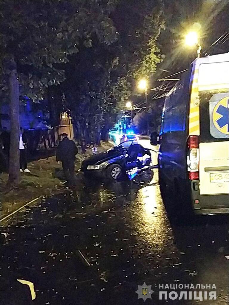 Внаслідок ДТП водій і троє пасажирів загинули, одна дівчина вижила