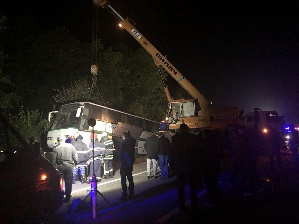 У Житомирській області трапилася масштабна ДТП за участю вантажівки і автобуса