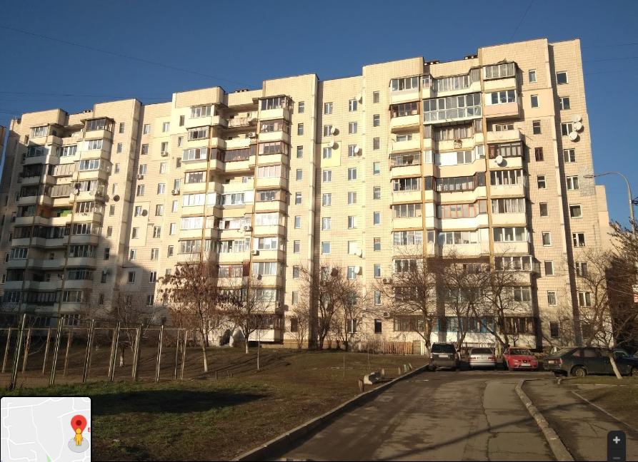У Києві чоловік випав з 9 поверху