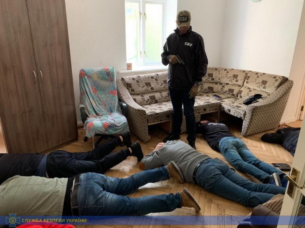 Задержание организаторов конвертационного центра