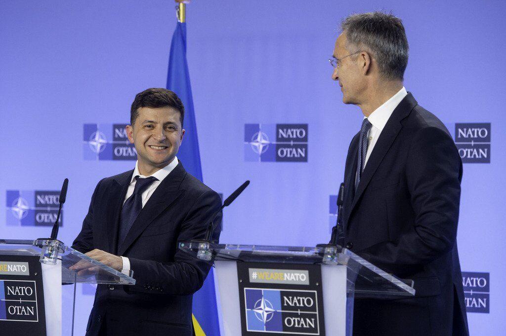 Президент Украины Владимир Зеленский и генсек НАТО Йенс Столтенберг на встрече 4 июня