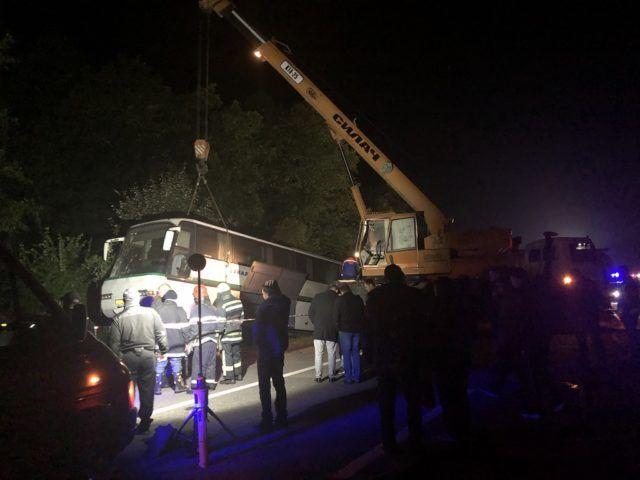 Щоб дістати загиблих автобус довелося піднімати за допомогою крана