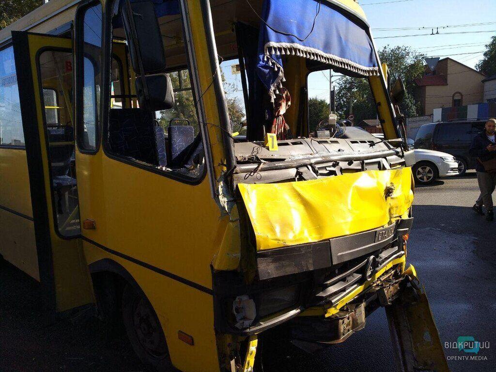 У Дніпрі трапилася страшна ДТП із автобусом