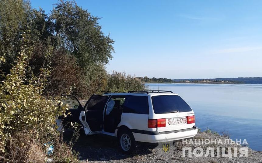 На Київщині чоловік потонув у автомобілі
