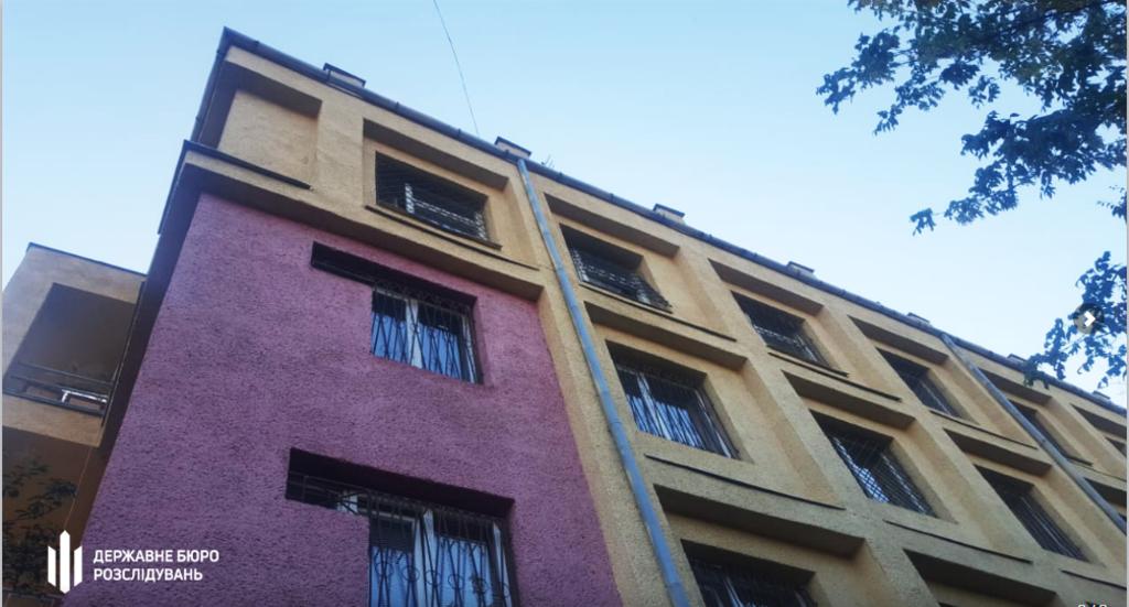 Здание полиции в Ужгороде, потерпевший прыгал с 4 этажа