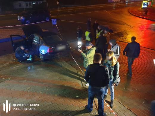 Поліцейський на авто влетів у зупинку громадського траспорту