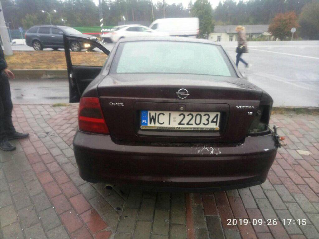 Автомобіль, яким керував поліцейський