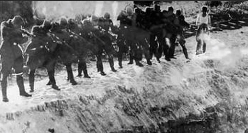 Нацисти, що розстрілюють людей