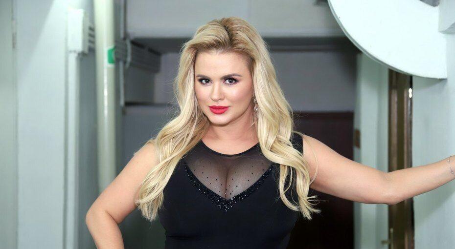 Російська співачка зробила незвичайну заяву про свої груди