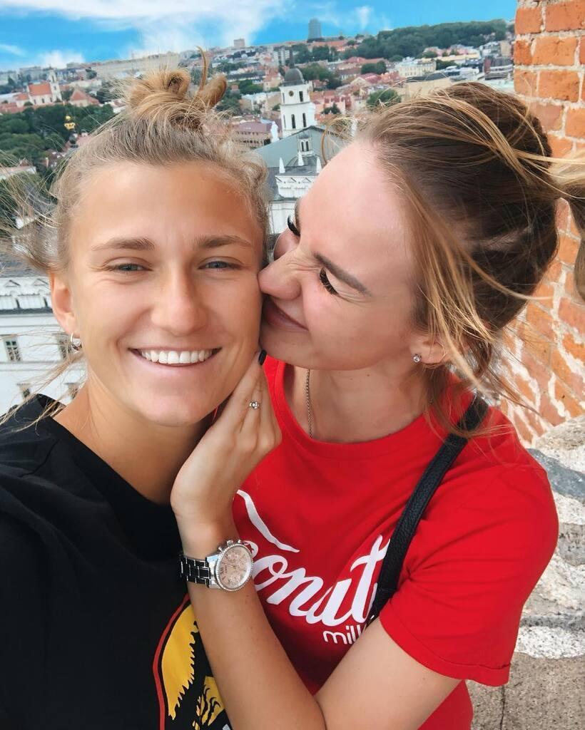 Кристина Машкова и Дарья Кравец встречаются друг с другом