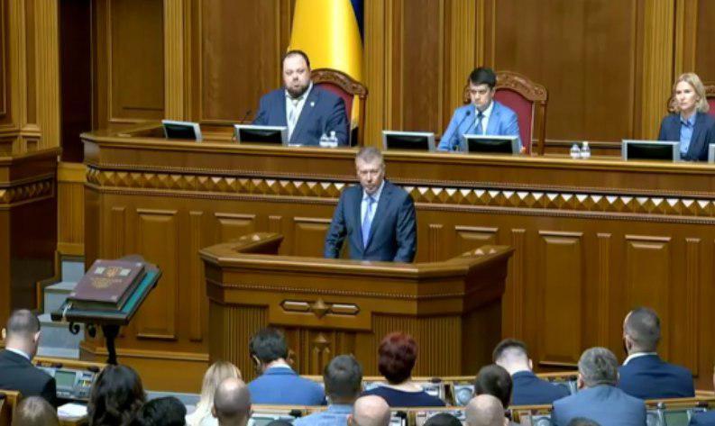 Сергей Ларин приносит присягу в Раде