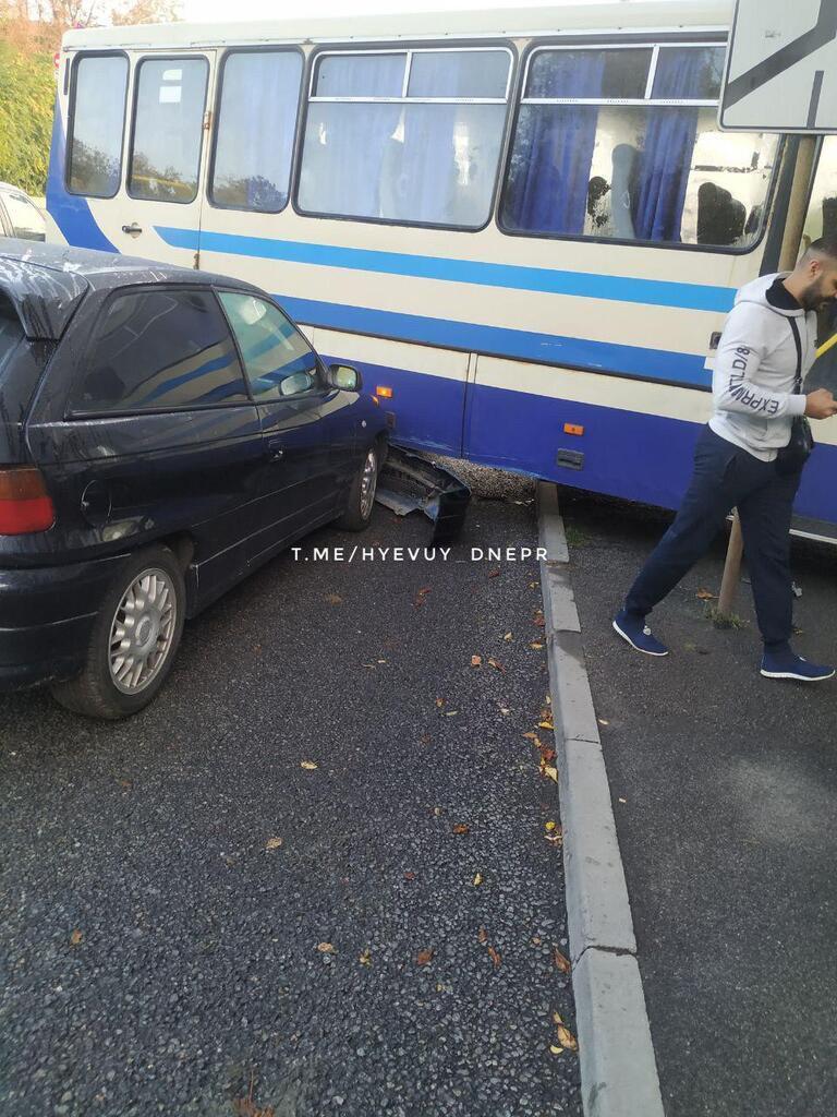 В Днепре произошло ДТП с маршруткой