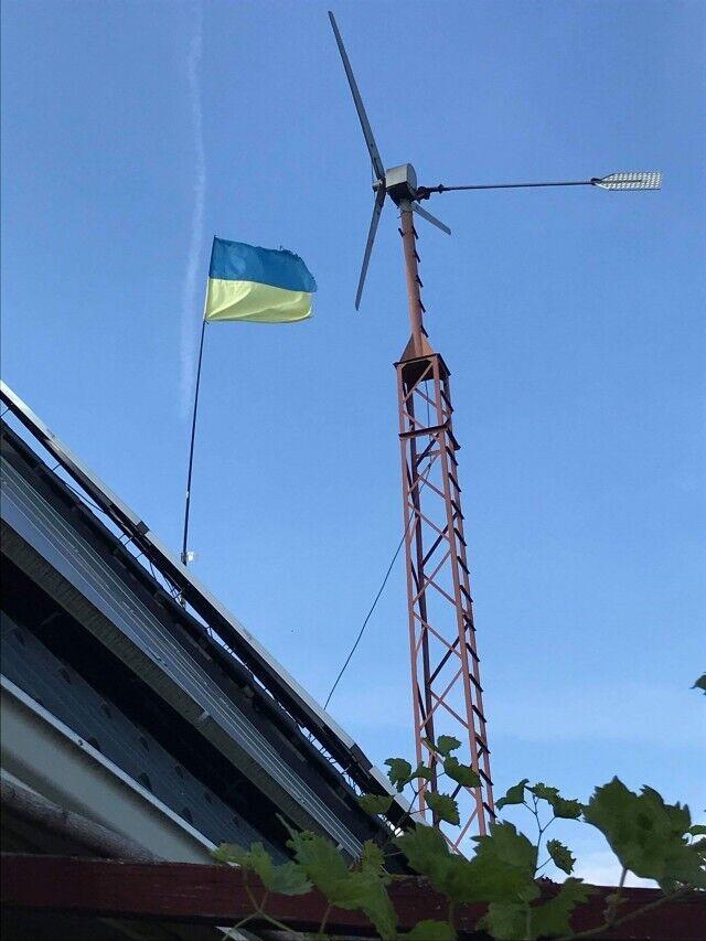 Вітряк на даху будівлі Олександра