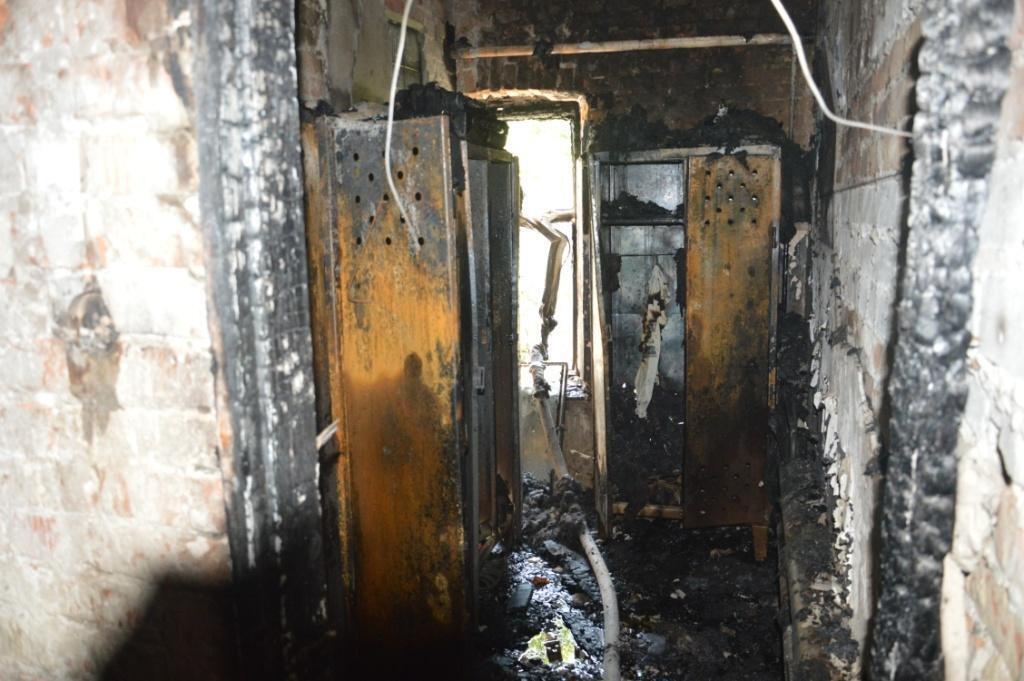 Вогонь охопив 300 кв. м