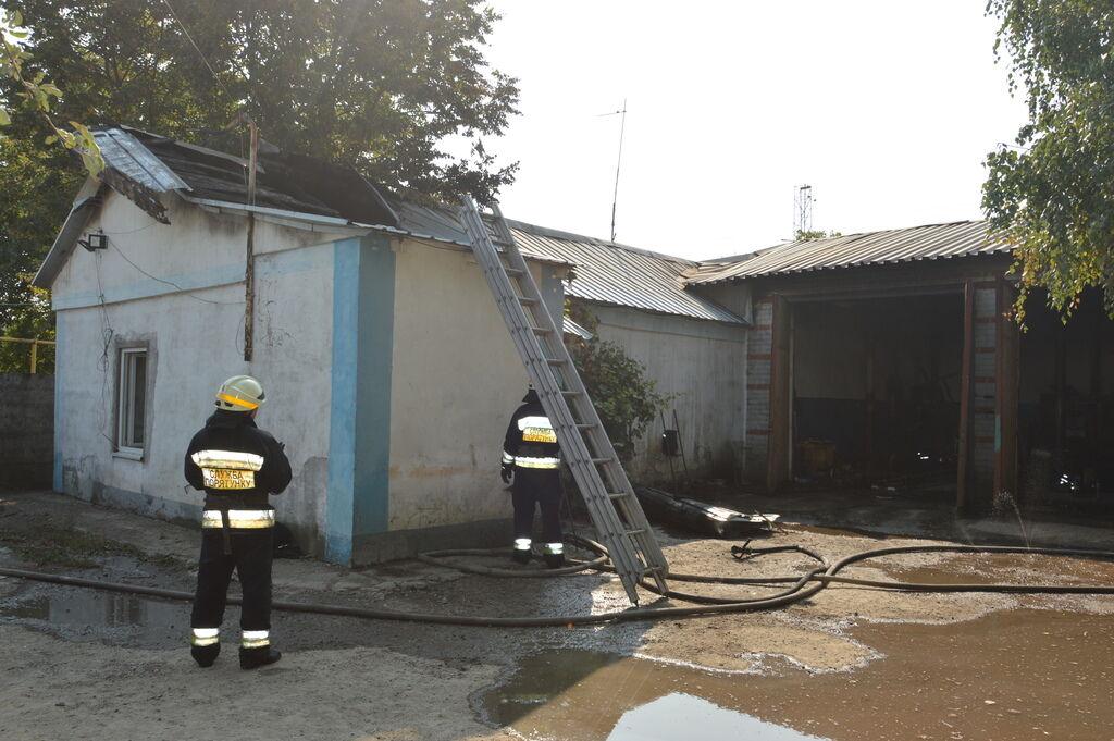 До ліквідації пожежі залучили 13 рятувальників
