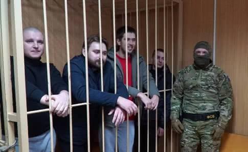 Полонені моряки: що загрожує Росії
