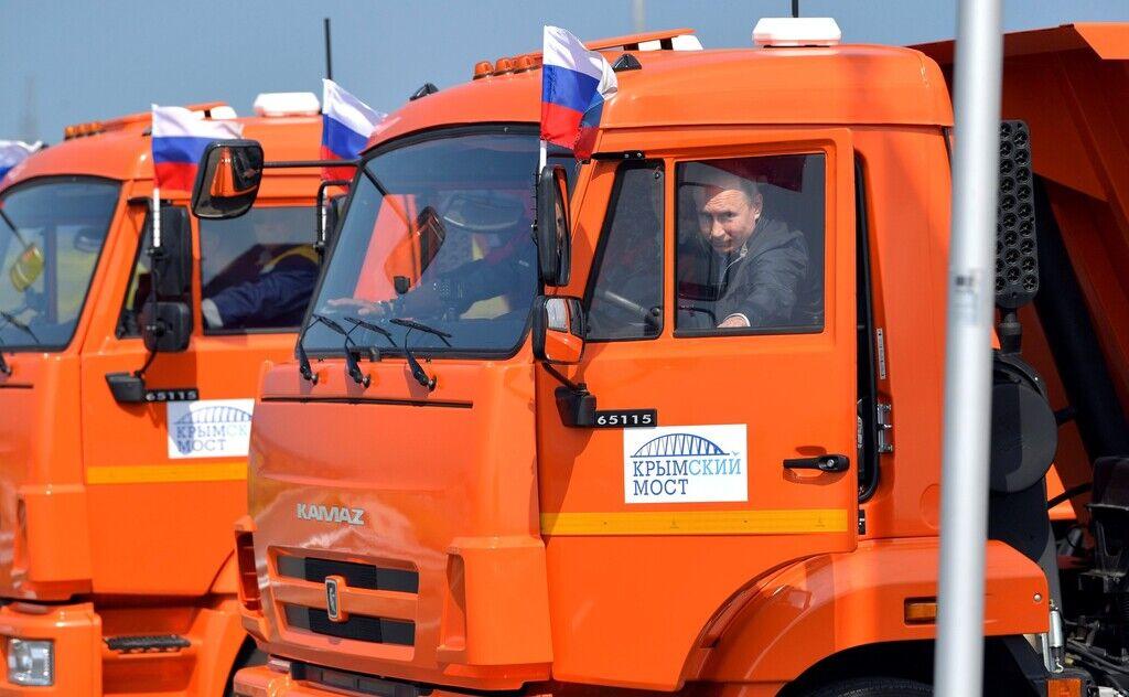 Владимир Путин на церемонии открытия автомобильного движения по Крымскому мосту