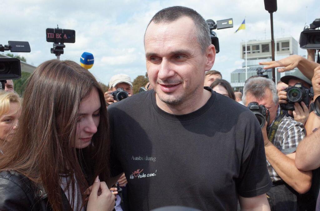 Олег Сенцов с дочерью в Борисполе