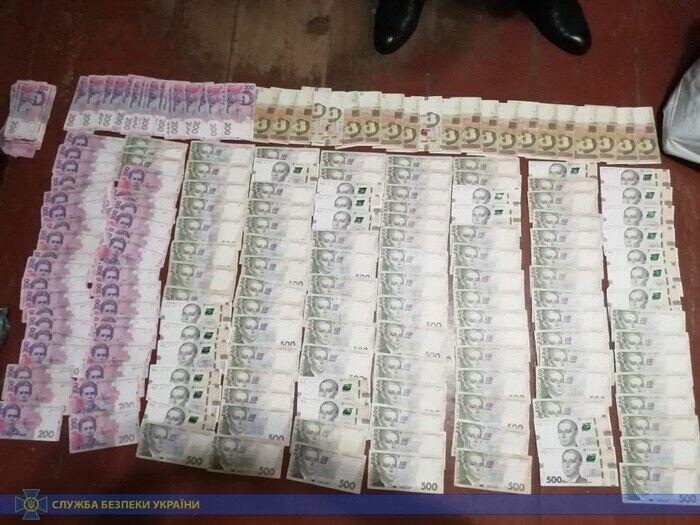 Правоохоронці виявили гроші, комп'ютерну техніку та телефони
