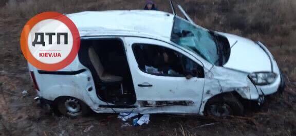 Возле села Великая Старица (Киевская область) попал в ДТП Peugeot, которым управляли подростки