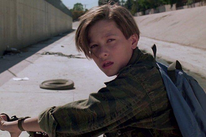 """Мальчик из """"Терминатора 2"""" сильно изменился: как он выглядит"""