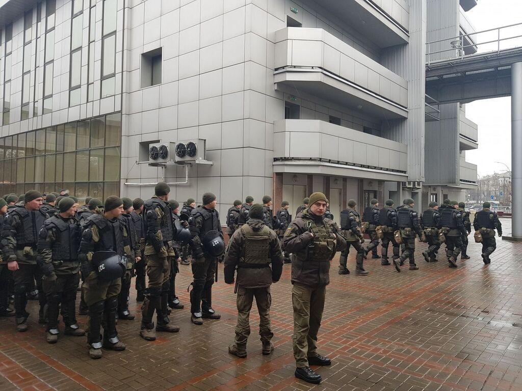 Под Киевским апелляционным судом собрали правоохранителей
