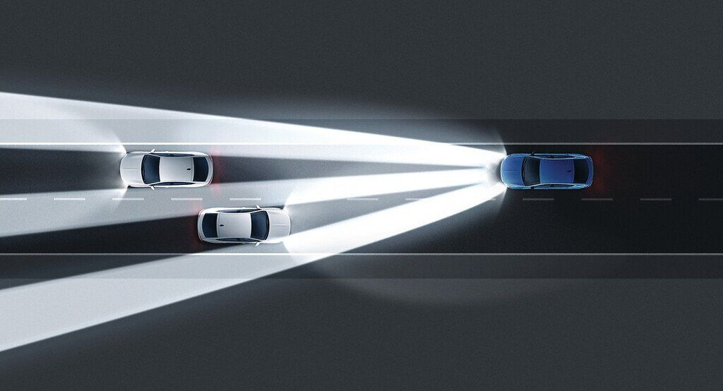Opel Insignia 2020 получила адаптивную головную светотехнику со 168 светодиодами