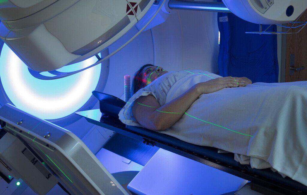 Ранняя диагностика – выявление рака у пациентов с симптомами заболевания. Скрининг – обследование здоровых людей