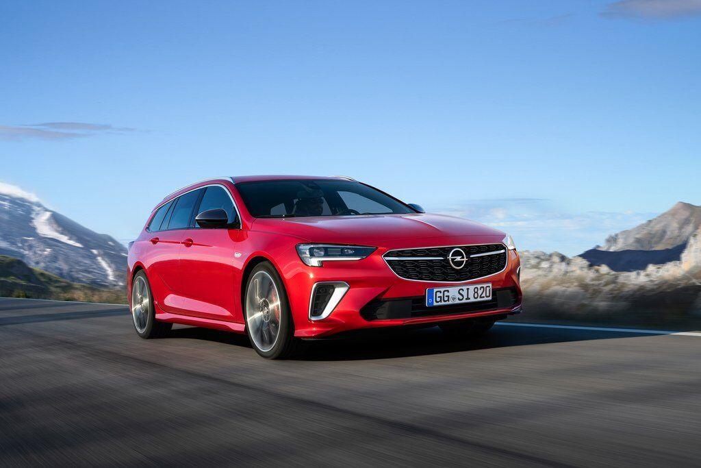 Opel Insignia GSi 2020 легко отличить от других представителей семейства по иному бамперу с большими воздухозаборниками по бокам