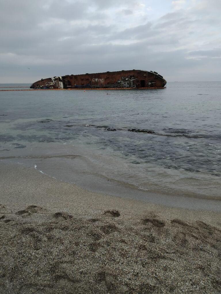 Танкер Delfi может остаться на одесском пляже надолго