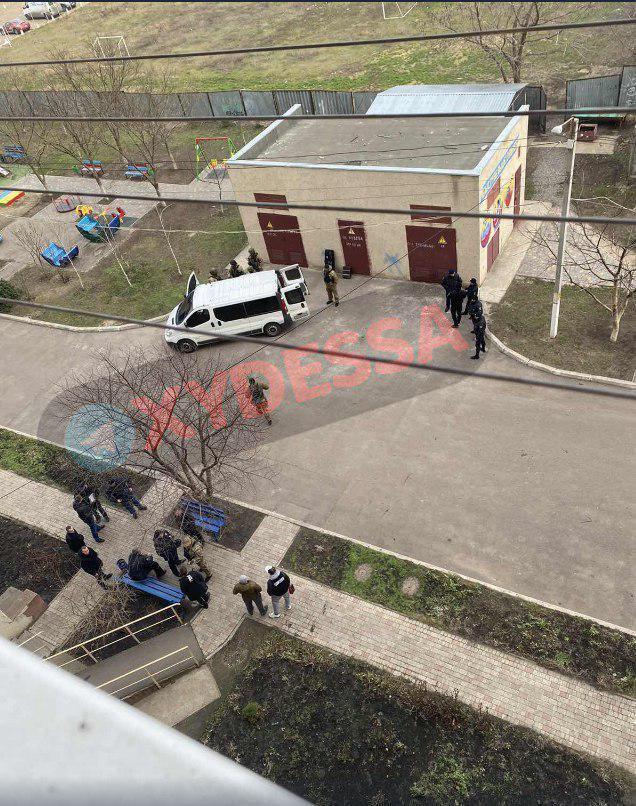 В Одессе мужчина устроил стрельбу по детям