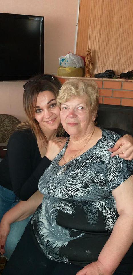 Татьяна с погибшей на пожаре мамой Натальей Тарасовой. Женщина работала в бухгалтерии колледжа