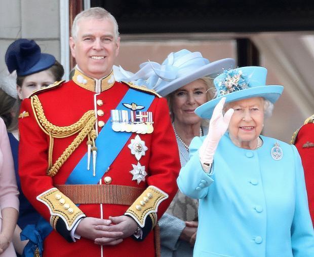 Принц Эндрю и Елизавета II