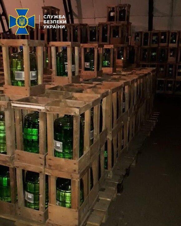 В Днепре СБУ накрыла цех с незаконным алкоголем