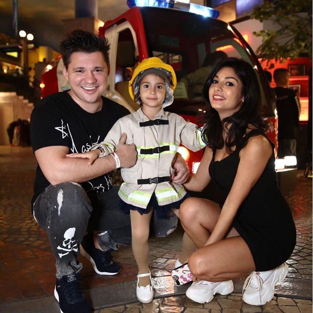 Олексій Кабанов з донькою і дружиною
