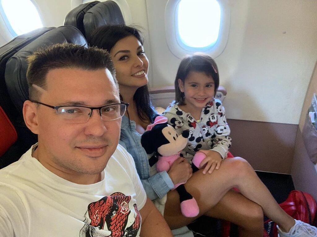 Олексій Кабанов з дружиною і донькою