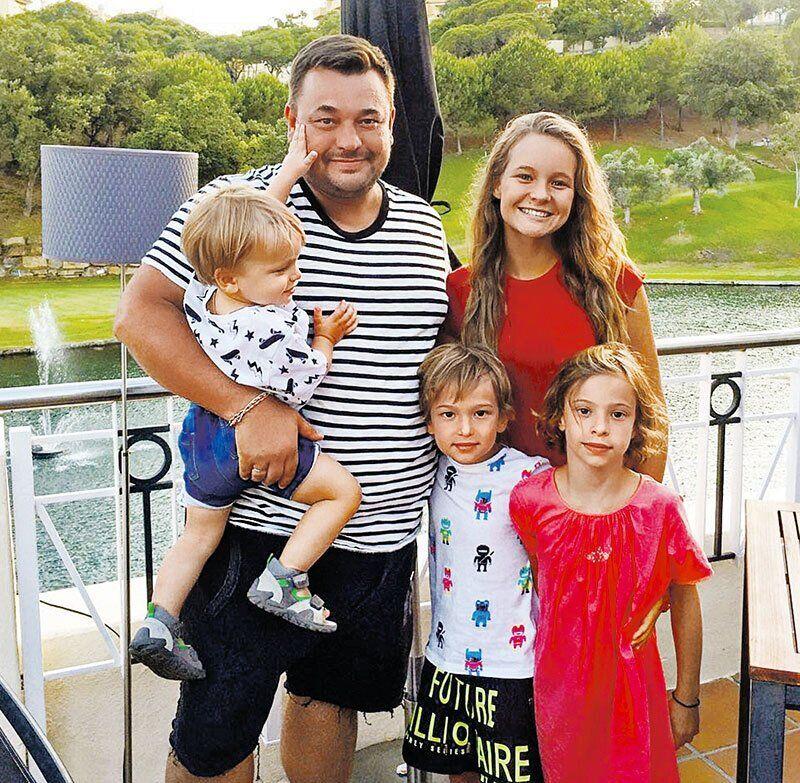 Сергей Жуков и его четверо детей
