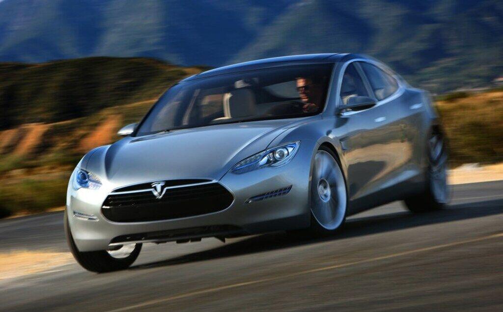 Концепт Tesla Model S был готов в 2009 году, но спустя три года серийный электрокар несколько изменился