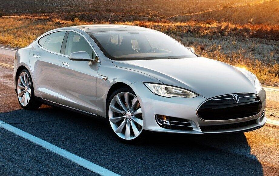 Tesla Model S вышла на рынок в 2012 году