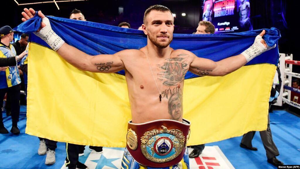 Василий Ломаченко почти каждую свою победу празднует с флагом Украины. И не придерешься
