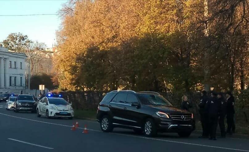 Mercedes сбил подростка на пешеходном переходе