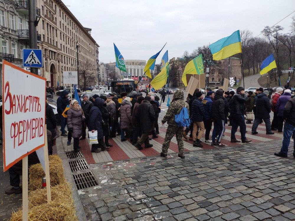 Протестующие перекрыли центр Киева