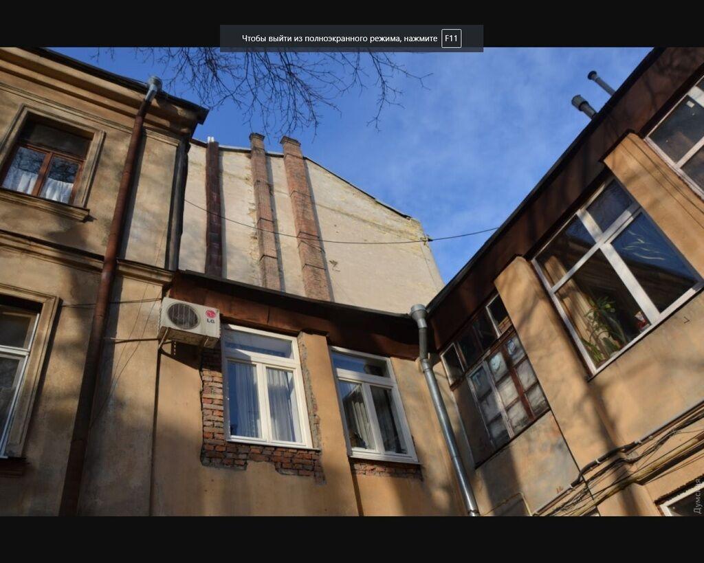 Сгоревший в Одессе колледж может рухнуть